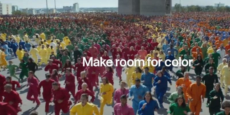 Apple lanza 'colorido' comercial para promover su iPhone Xr